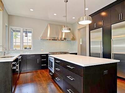 Сочетание черного и белого цветов в интерьере кухни
