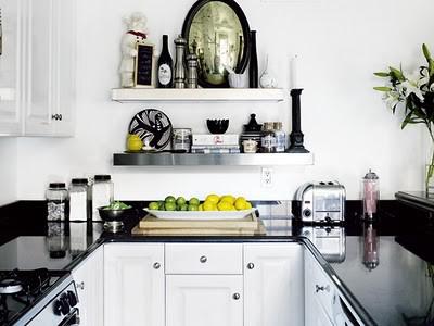 Дизайн малогабаритной кухни предполагает компактную мебель