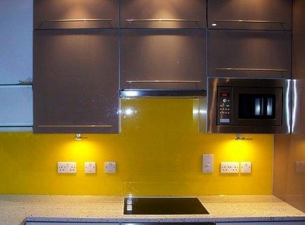 Стеновые панели для кухни из пластика в ярком исполнении