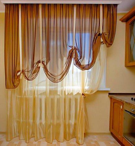 Занавески на кухню в приятных пастельных тонах