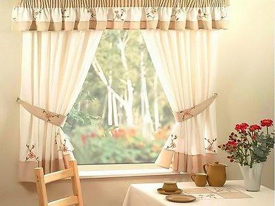 Занавески на кухню из льна смотрятся идеально