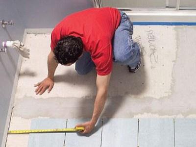Как класть плитку на пол и сколько её нужно