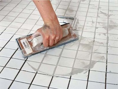 Как класть плитку на пол и как затирать швы