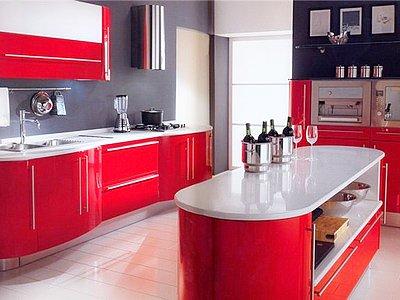 Сочетание красного и серого цветов в интерьере кухни