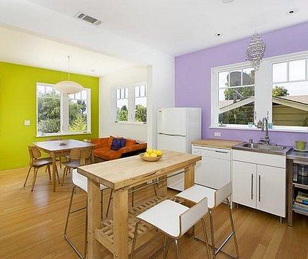 Контрастное сочетание цветов в интерьере кухни