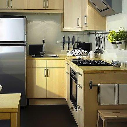 Дизайн малогабаритной кухни в сочетании с деревянной мебелью