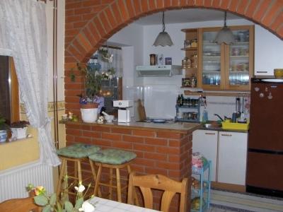 В дизайне малогабаритной кухни предпочтительно зонирование