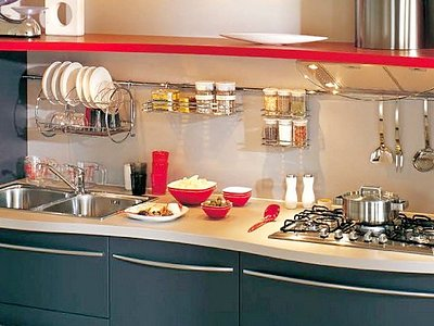 Рейлинги – удачная идея для маленькой кухни