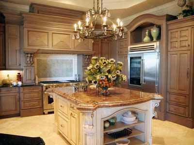 Кухни классика - люстра в интерьере