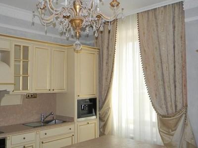 Кухни классика - шторы в интерьере