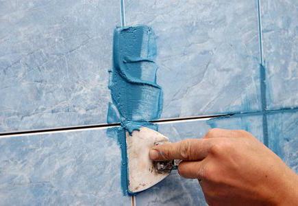 Как затирать швы на плитке - процесс