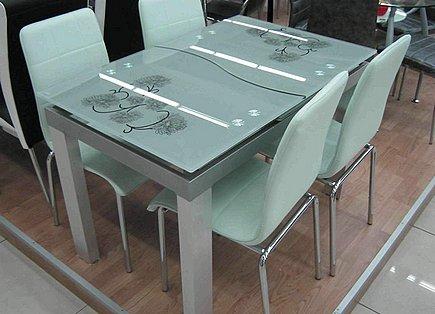 Раскладной стеклянный стол для кухни